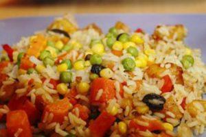 Arroz colorido com legumes